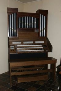 Content Celeste 340R organ with pipe front and speakers behind them