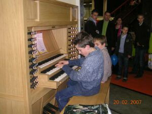 Content organ with young organists