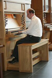Concert organist van Mourik plays the Content Mondri organ